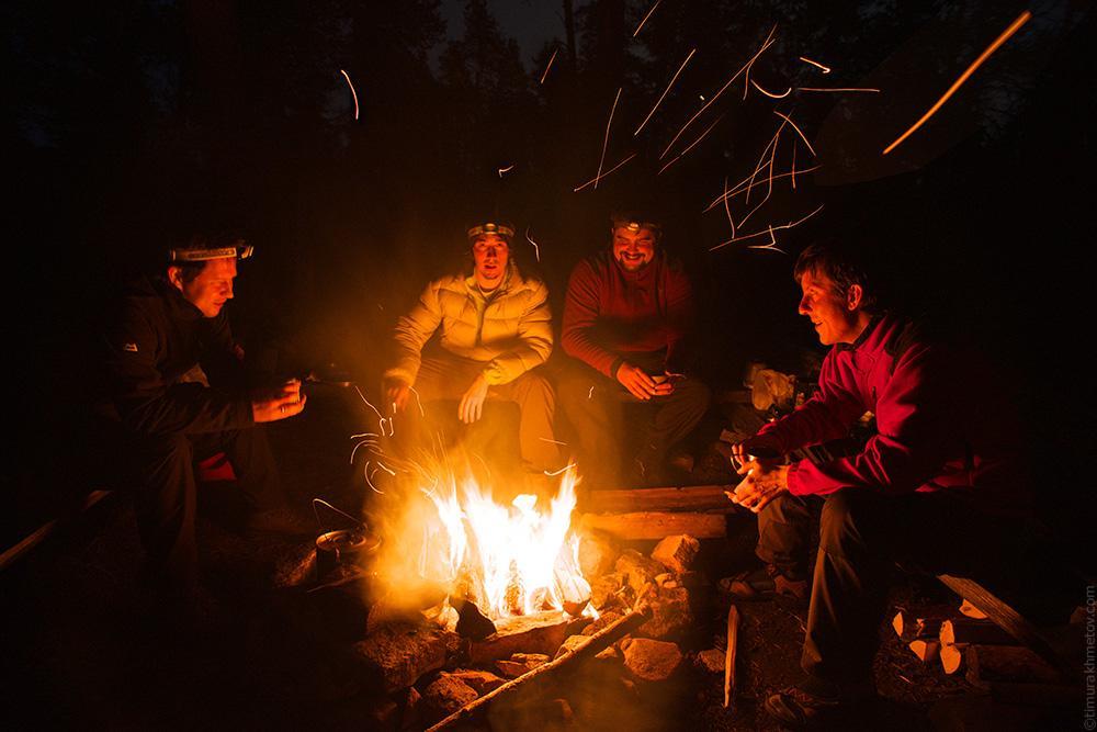 Парк Урхо Кекконен, Финляндия, вечер у костра