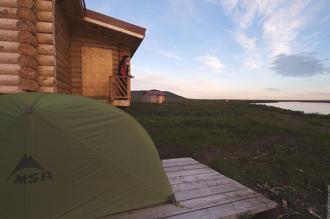 Котеджные домики на реке Амгуэма