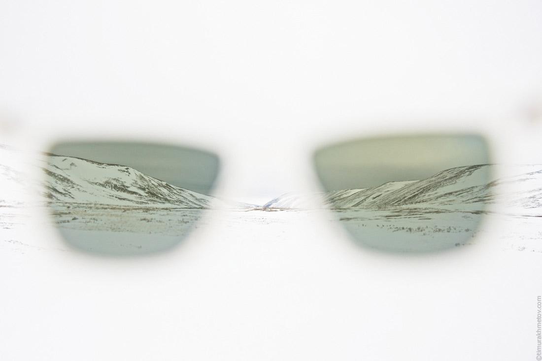 Взгляд через солнцезащитные очки.