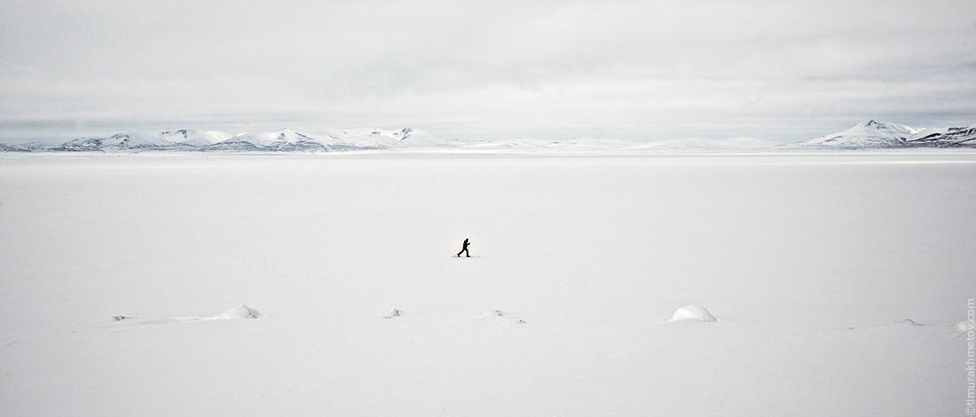 Лёха гуляет по озеру Эльгыгытгын.