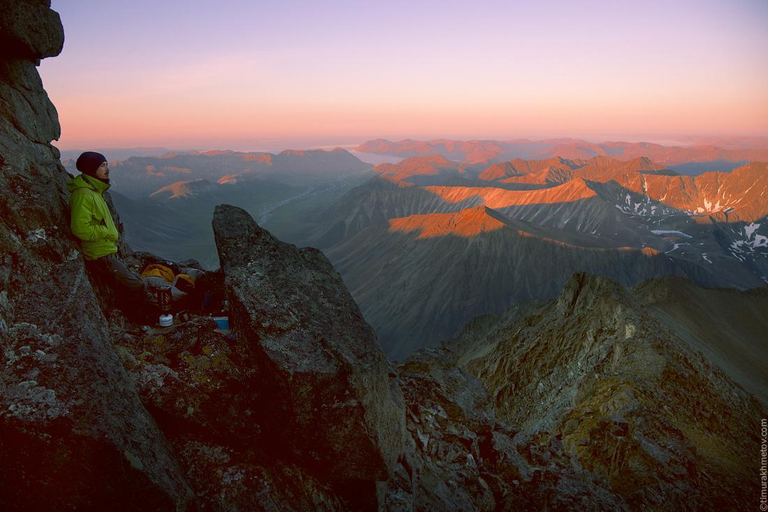 Место для бивуака на вершине Матачингая
