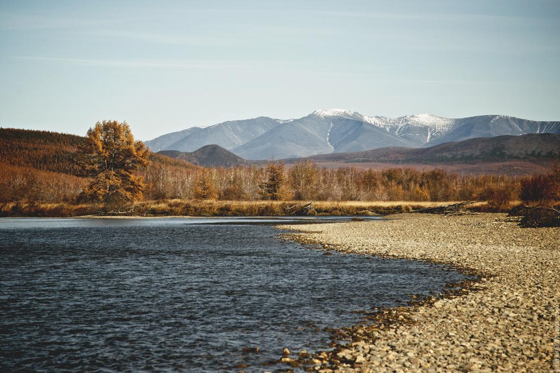 Вид на гору Двух Цирков с реки Кульпольней