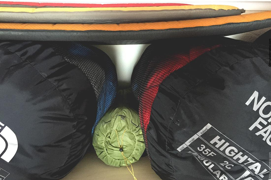 Правильное хранение спальных мешков в специальных чехлах