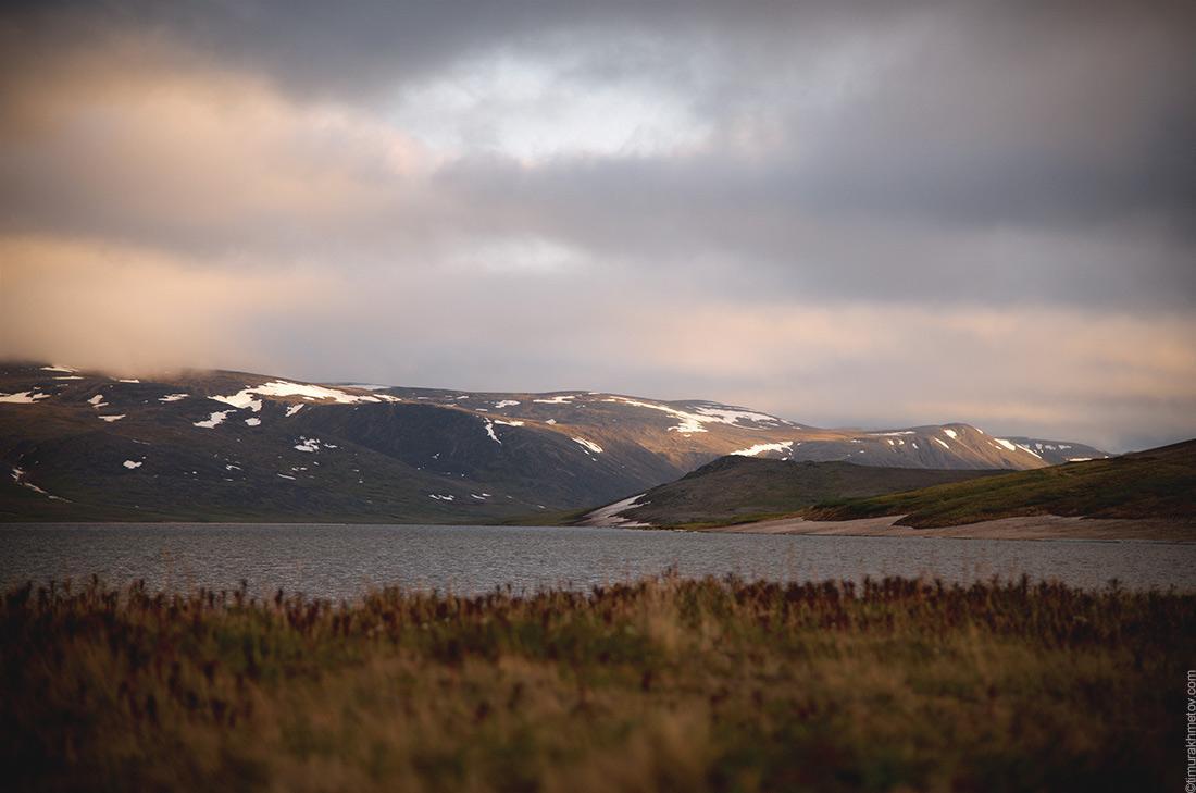 Горы и озеро Коолен на закате
