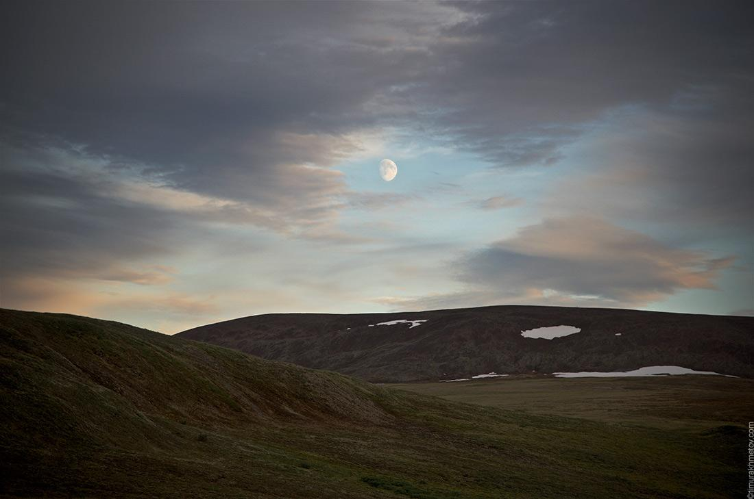 Луна над тундрой
