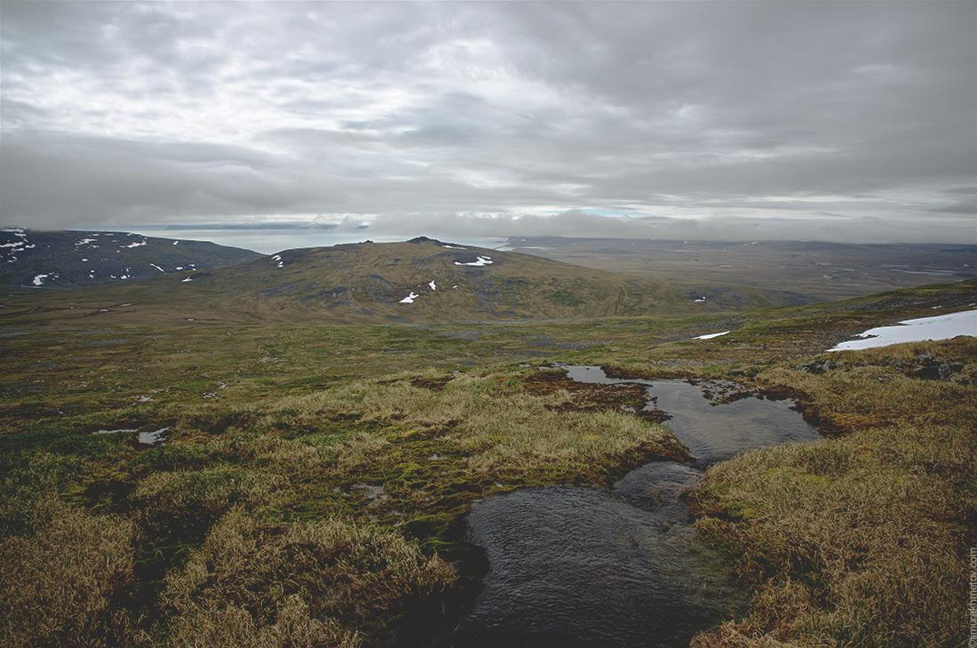горы, окружающие мыс Дежнёва