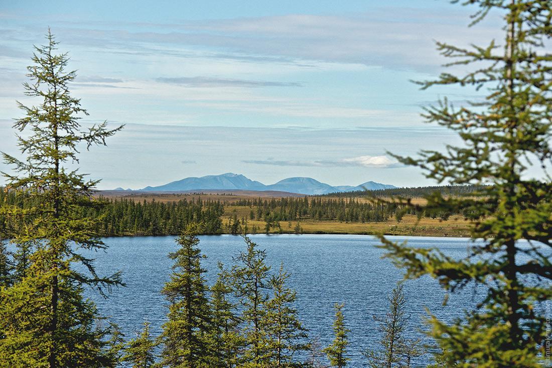Озеро Лесное и Илирнейский кряж