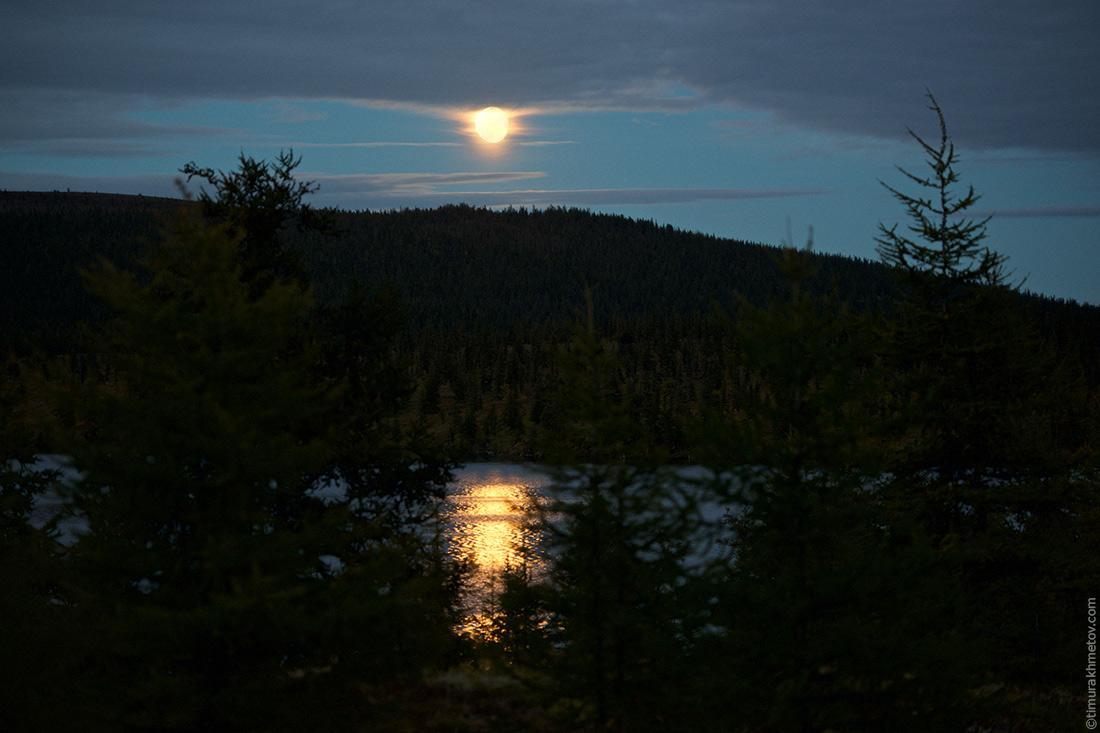 Луна над озером Лесное