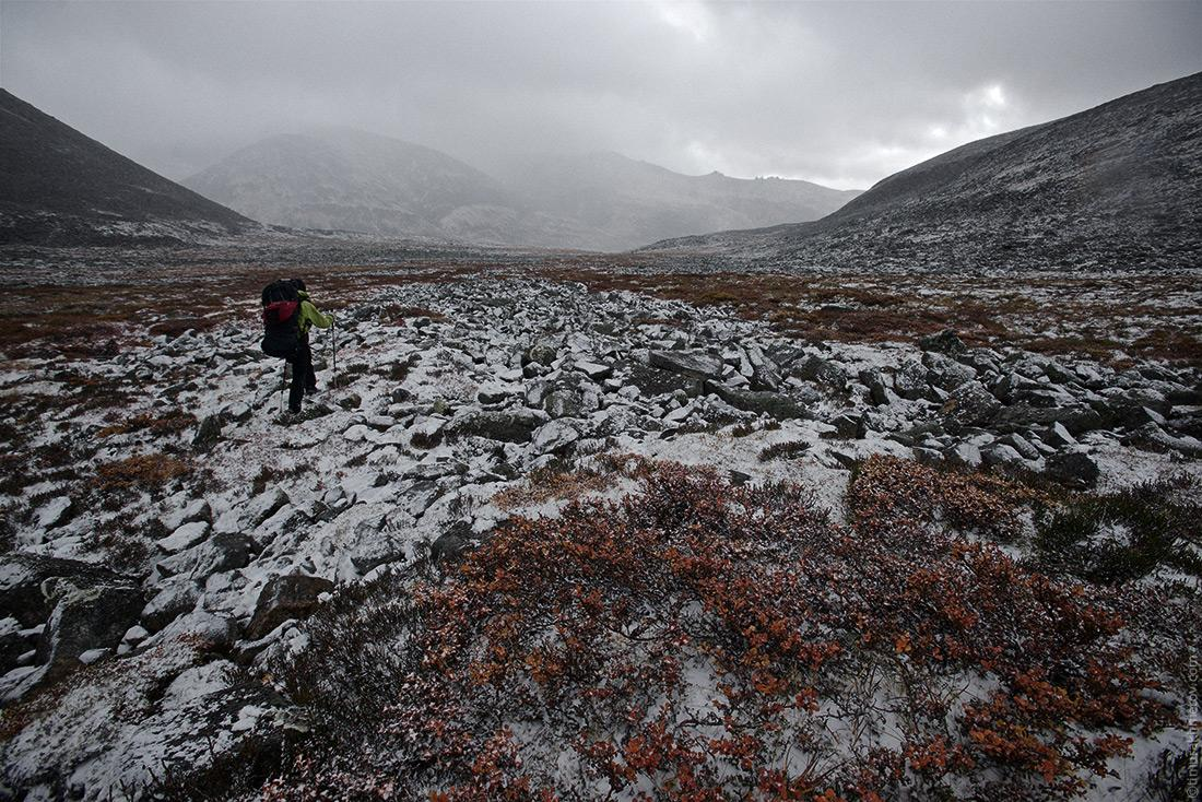 Долина ручья Каровый в снегу