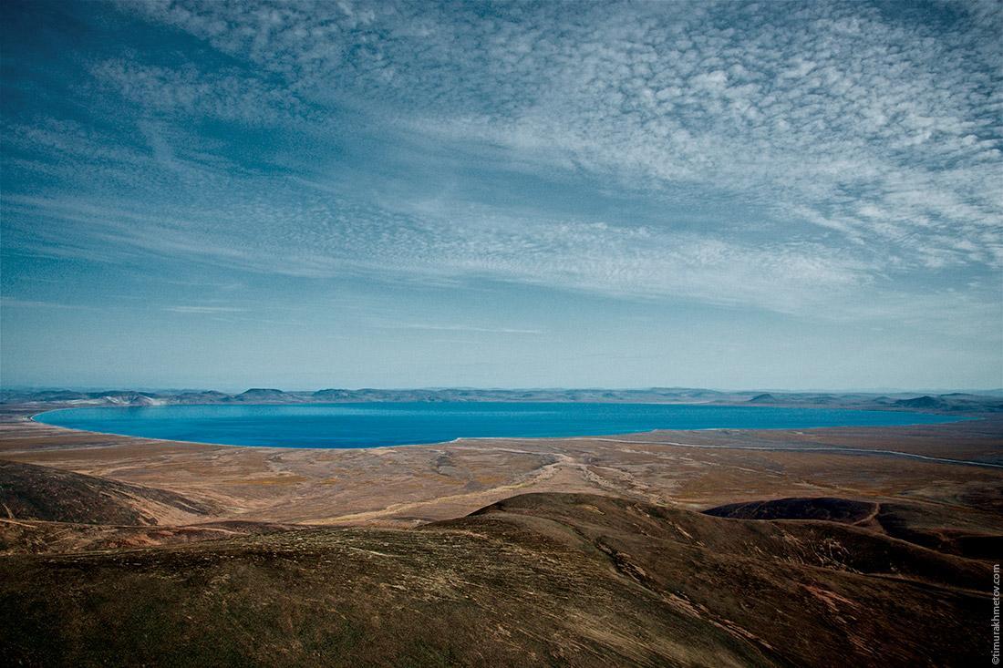 Озеро Эльгыгытгын, вид на восточный берег. За теми горами бежит Юрумкувеем.